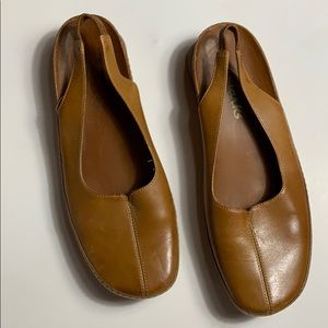 Clarks Leather Slip On Shoes Size 7.5
